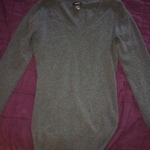 Fitted comfy gray sweater